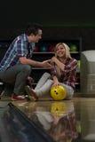 Leçons de bowling Photographie stock libre de droits