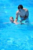 Leçons de la natation Photographie stock libre de droits