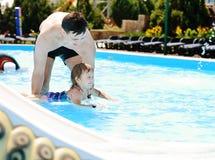 Leçons de la natation Photographie stock