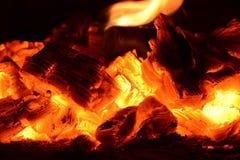 Leña de la llama del fuego de las cenizas de carbón Fotos de archivo