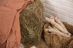 Leña del heno y del abedul en un cuarto Imagen de archivo libre de regalías