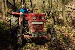 Leñador en su tractor de registración Fotografía de archivo