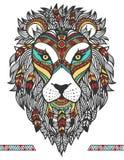 León étnico Un tatuaje de un león con un ornamento totem Mano drenada Fotos de archivo