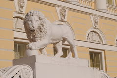 León blanco de mármol Foto de archivo
