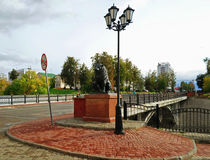 León de bronce cerca del puente de Pushkin en Vitebsk Fotos de archivo