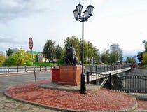 León de bronce cerca del puente de Pushkin en Vitebsk Fotografía de archivo libre de regalías