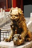 León de bronce en la ciudad Prohibida Fotografía de archivo