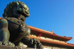 León de piedra en el palacio imperial Foto de archivo
