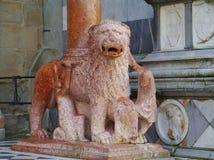 León de piedra rojo Fotos de archivo libres de regalías