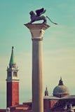 León de Winge en la columna de mármol en Venecia, Italia. imagen de archivo