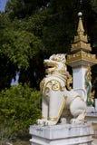 León en Phra ese gongo de Gu en Wat Srabokaew Fotos de archivo