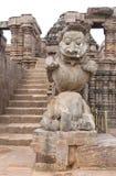 León gigante tallado hermoso en la entrada Fotos de archivo libres de regalías