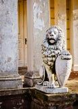 León - protector del palacio arruinado. Foto de HDR Fotografía de archivo