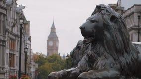 León y reina Elizabeth Tower de Trafalgar Square en Londres metrajes
