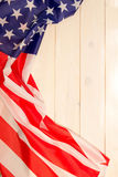 le 4ème juillet, le Jour de la Déclaration d'Indépendance des USA, bannière en bois légère, drapeau américain Image libre de droits