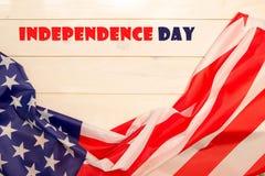 le 4ème juillet, le Jour de la Déclaration d'Indépendance des USA, bannière en bois légère, drapeau américain Photographie stock libre de droits