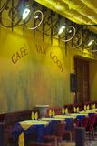 Le Кафе Ла Nuit в Arles, Франции стоковое фото rf
