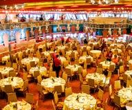 """Le €œ principal de Costa Smeraldaâ d'""""Ristorante de restaurant à bord de bateau de croisière Costa Magica de Costa Cruises photographie stock"""