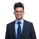 Le affärsmannen med exponeringsglas som ser som en nerd royaltyfri fotografi
