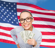 Le affärskvinnan med dollarkassapengar Fotografering för Bildbyråer