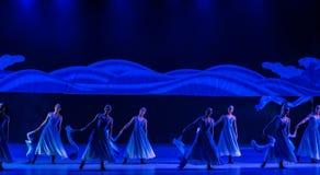 Le ` algue-bleu de balancement s de vague-Huang Mingliang de mer dansent le ` aucun ` d'abri Images libres de droits