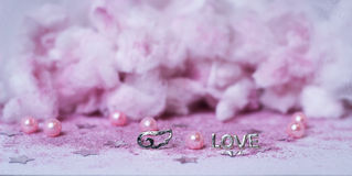 le ali rosa delle nuvole amano la polvere Tulle della decorazione di nozze di scintillio Fotografia Stock