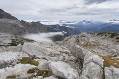 Le alpi austriache, Europa, in nebbia di autunno Fotografie Stock