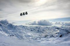 Le alpi di inverno modific il terrenoare dalla stazione sciistica Val Thorens Immagine Stock Libera da Diritti