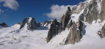 Le alpi francesi si avvicinano a Chamonix-Mont-Blanc Immagini Stock