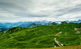 Le alpi osservano dalla cima del Rochers-de-Naye, vicino a Montreux, cantone il Canton Vaud, Svizzera Fotografia Stock Libera da Diritti