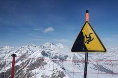 Le alpi, segnale di pericolo Fotografie Stock Libere da Diritti