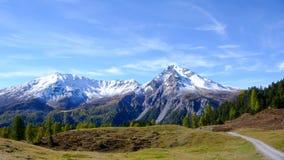 Le alpi svizzere nella caduta con la prima neve Fotografia Stock Libera da Diritti