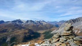 Le alpi svizzere vicino a Scuol nella caduta Immagine Stock