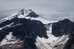 Le alte montagne e le pareti ripide nelle dolomia/gruppo di Sella e nel boe del piz alzano nelle dolomia Immagini Stock Libere da Diritti