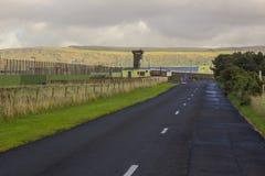 le alte torri e sicurezza di osservazione che recintano all'entrata alla prigione di Magilligan la contea Londonderry fotografie stock
