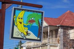 Le Antille, i Caraibi, Antigua, St Johns, segno Colourful sulla via di Redcliffe Fotografia Stock Libera da Diritti