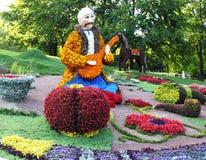Le 20 août au poteau de Spevuche de ` le ` à Kiev a ouvert une exposition traditionnelle de 56 fleurs chronométrée au Jour de la  Photographie stock
