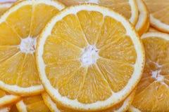 Le arance senza semi incidono le fette Immagine Stock