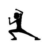 Le arti marziali della donna della siluetta danno dei calci a giù royalty illustrazione gratis