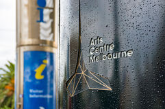 Le arti si concentrano il segno di Melbourne con informazione turistica sul backg Fotografie Stock