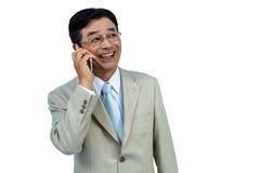 Le asiatiskt affärsmantelefon kalla Royaltyfri Fotografi