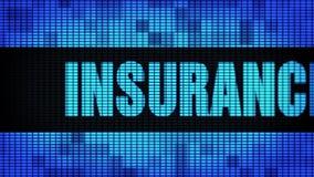 Le assistenze assicurative mandano un sms a fare scorrere il bordo del segno dell'esposizione di pannello della parete del LED video d archivio