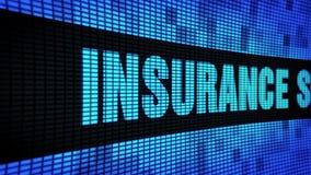Le assistenze assicurative mandano un sms a fare scorrere il bordo del segno dell'esposizione di pannello della parete del LED stock footage