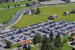 Le automobili al ghiacciaio parcheggiano ai titlis Svizzera del supporto Fotografia Stock