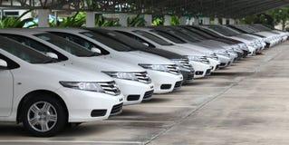 Le automobili di Honda nelle azione del commerciante preparano per le vendite Fotografie Stock Libere da Diritti