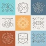 Le avventure, nautico ed il viaggio simbolizza i segni e le etichette Immagine Stock