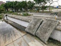 Le bâti de ciment soufflé vers le bas Images stock