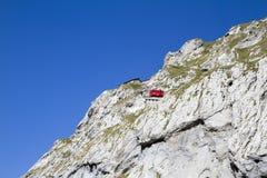 Le bâti Pilatus de montées de train La Suisse, Alpes, été images libres de droits