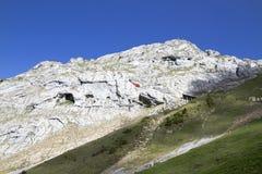 Le bâti Pilatus de montées de train La Suisse, Alpes, été photo libre de droits