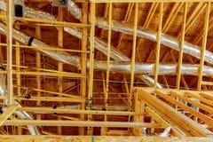 Le bâtiment à pans de bois ou la maison avec le câblage électrique de base Images libres de droits